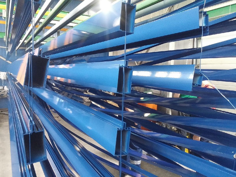 Порошковое окрашивание алюминиевого профиля в синий цвет