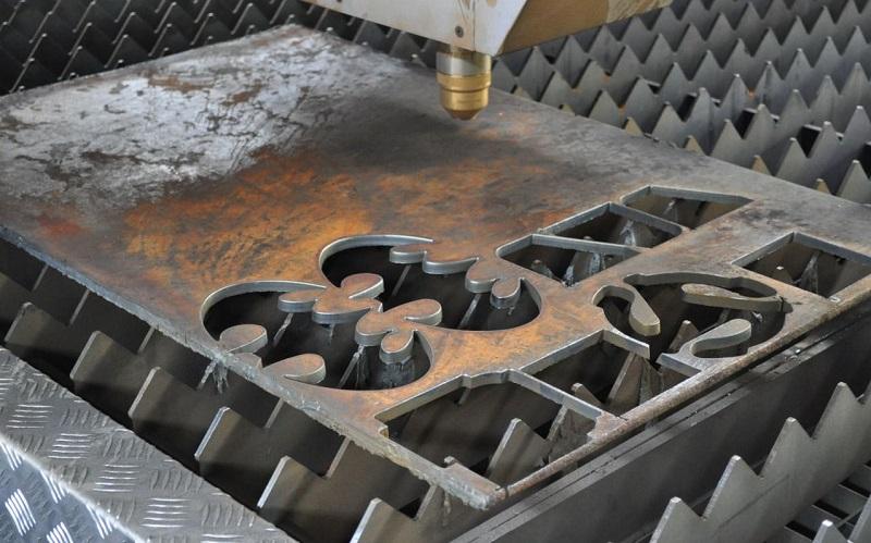 Высокоточные срезы на металле после резки водой