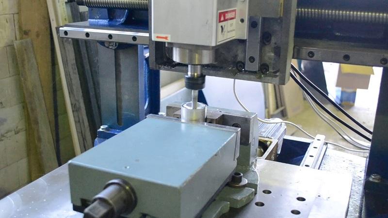 Токарный станок с ЧПУ для металлообработки